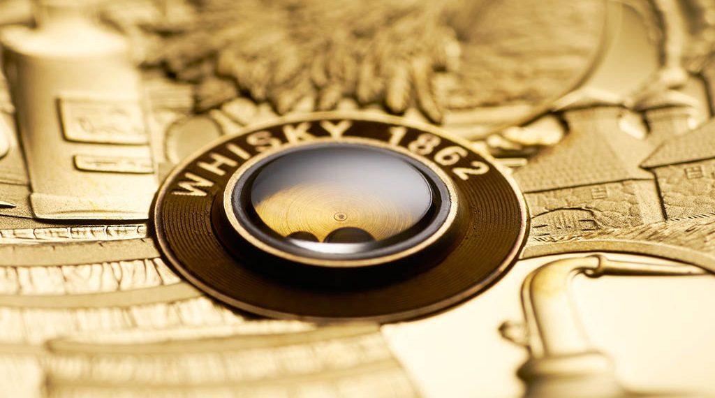 Detalle de la moneda de oro emitida por Tuvalu y dedicada al whisky