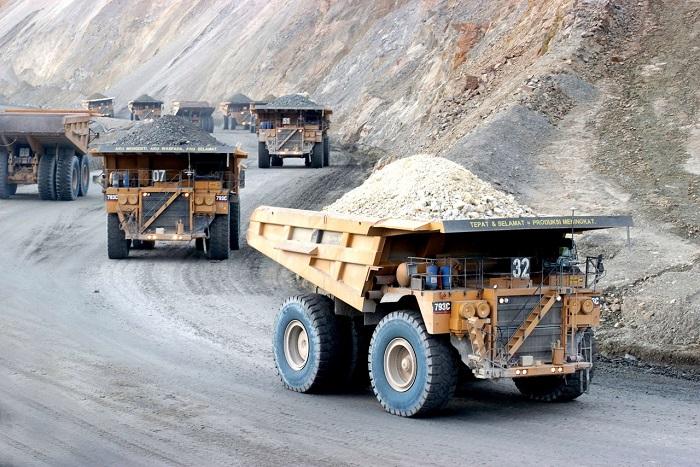 Camiones en mina
