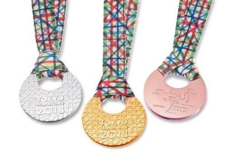 Medallas de oro, plata y bronce fabricadas por Tanaka para la Maratón de Tokio 2018