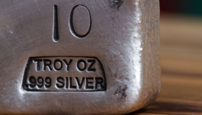 Detalle de un lingote de plata
