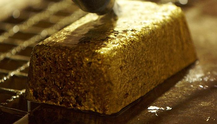 Lingotes de doré en una de las minas de oro de Iamgold