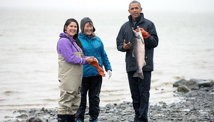Barack Obama, ex presidente de los Estados Unidos, durante una visita a la región pesquera de salmón de Alaska, en 2015