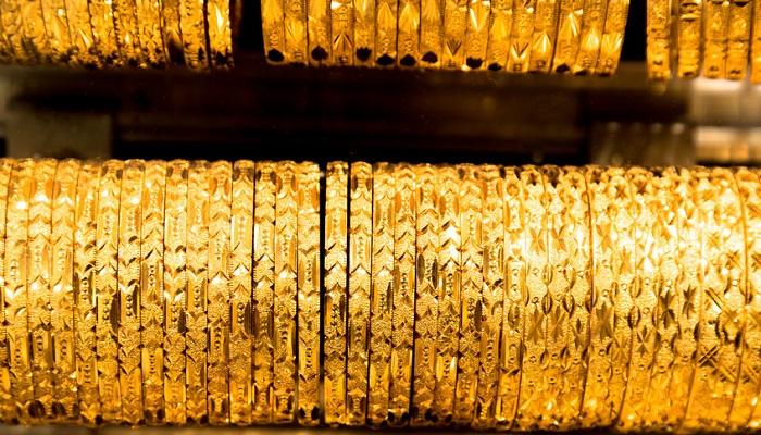 Pulseras de oro en un comercio del Gran Bazar de Estambul (Turquía)