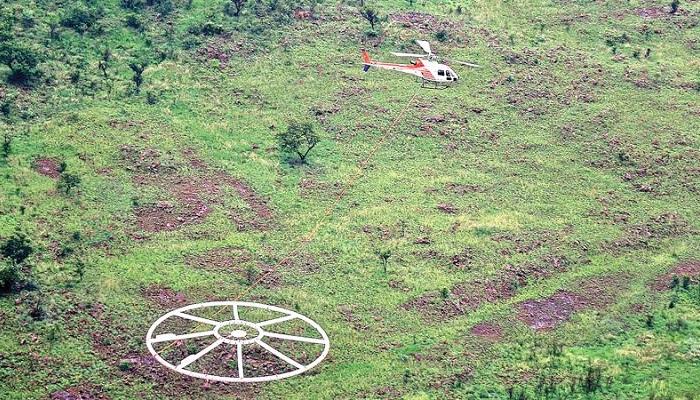 Helicóptero provisto de un detector de metales