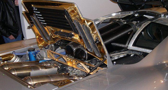 El oro en las nuevas tecnologías industriales brilla en el interior de los automóviles