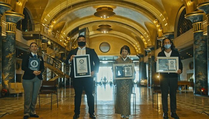 Entrega del certificado Guinness al Hotel Kawakyu