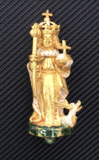 Figura de oro hallada en Northamptonshire, que representa a San Enrique VI