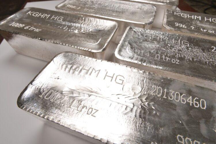 Lingotes de plata de KGHM Polska