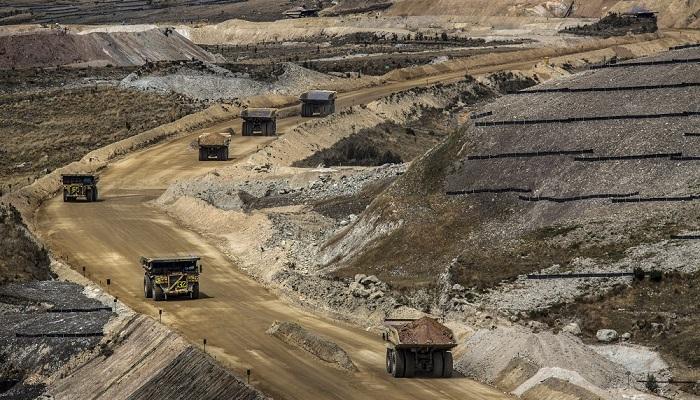 Camiones en la mina de Yanacocha (Perú)