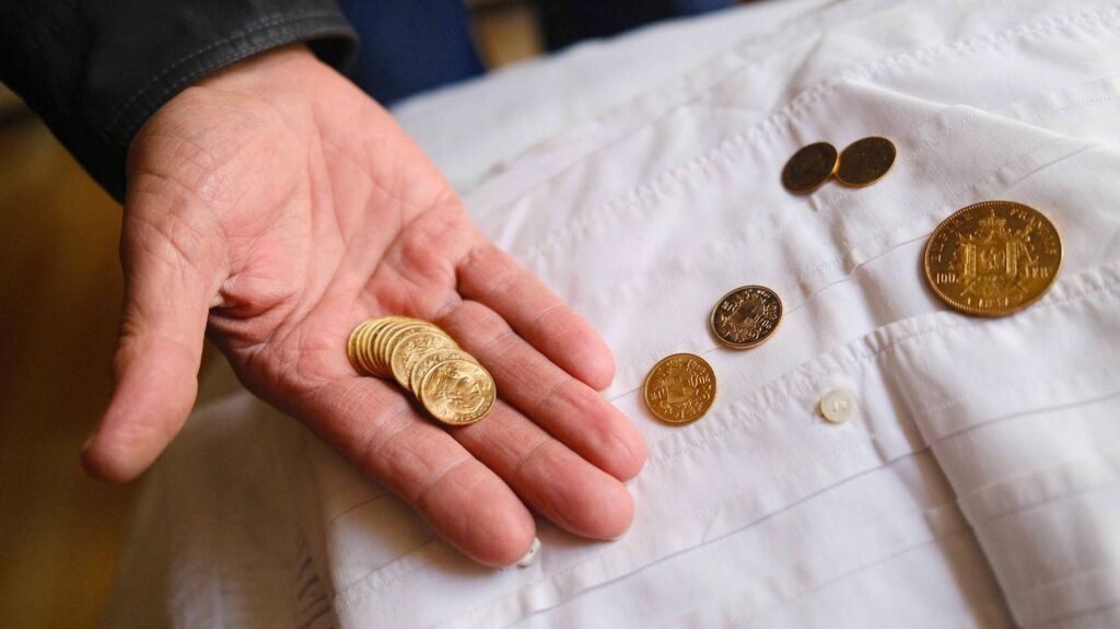 Monedas de oro encontradas en una vivienda de Morez de Jura (Francia)
