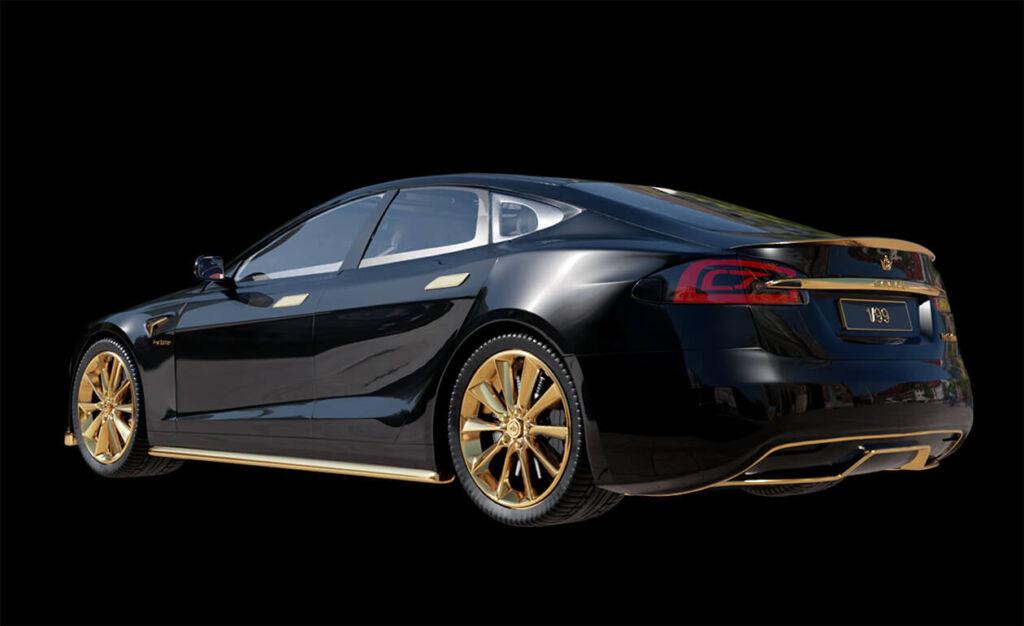 Tesla S decorado en oro, parte trasera