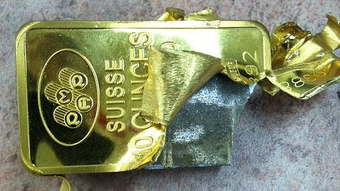 Ejemplo de lingote de oro falsificado